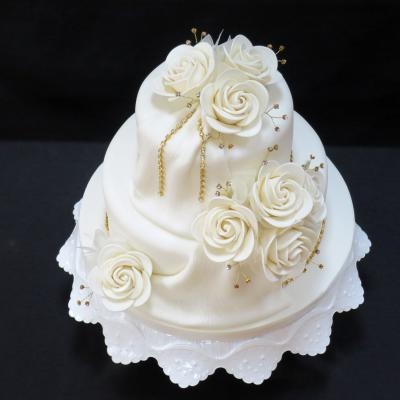 Sparkling gold Diamantes decorate this feminine cake design.