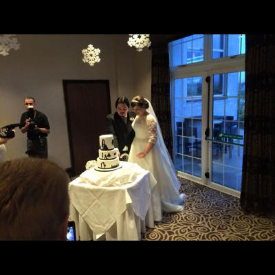 James & Gill cutting their Wedding Cake.