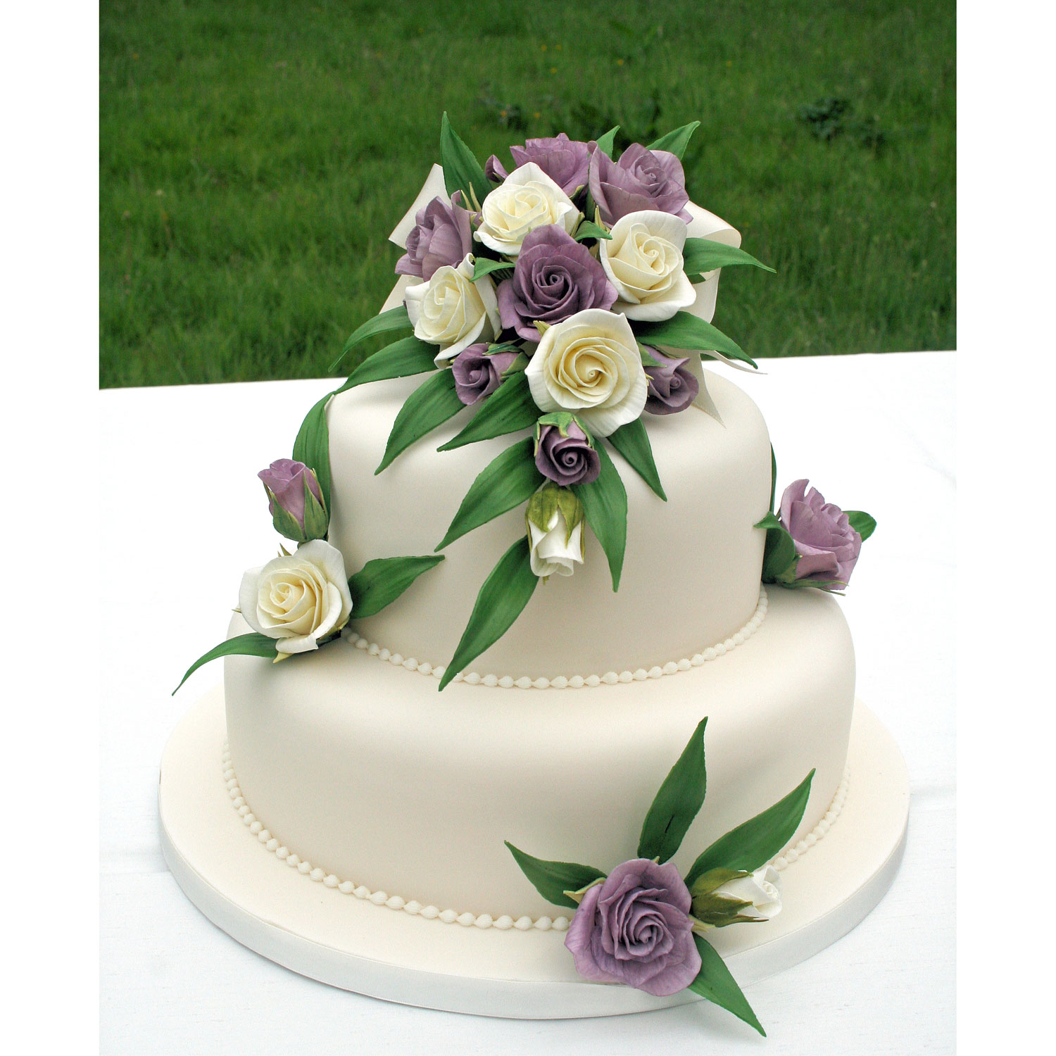 2 Tier Wedding Cake with Sugarcaft Flowers