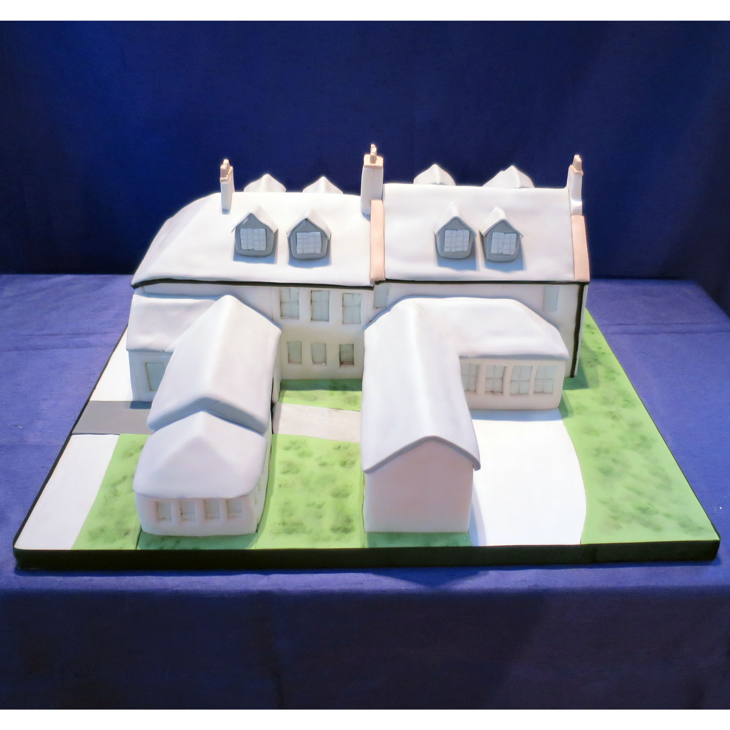 Back View of the Loch Lomond Arms Hotel Cake