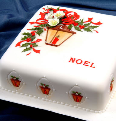 cake decorated with a christmas lantern design - Christmas Cake Decorations