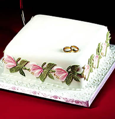 Cake Decorated with Magnolia and Rose